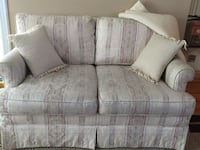 Cream colour with floral print loveseat Whitby, L1R 1M8