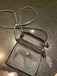 Roots Genuine Leather purse- 3 compartments/strap for cross body or over shoulder Dundas, L9H 7T3