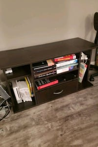 """TV table 40"""" (books not included) Arlington, 22203"""