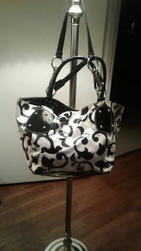 BLACK AND WHITE PURSE (NEEDS SNAP REPAIRED)  Dalton