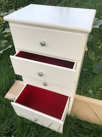 White and Red wooden 3-drawer chest Elyria, 44035