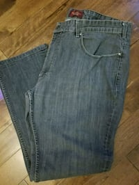 Mens Perry ellis Jean's size 42 by 32 Toronto