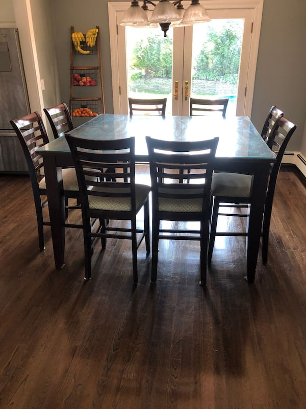 Pub Height dining room table set 317eeffd-797e-46d0-b085-c23b23a47cf3