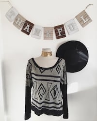 black and gray scoop-neck shirt Los Angeles, 91402