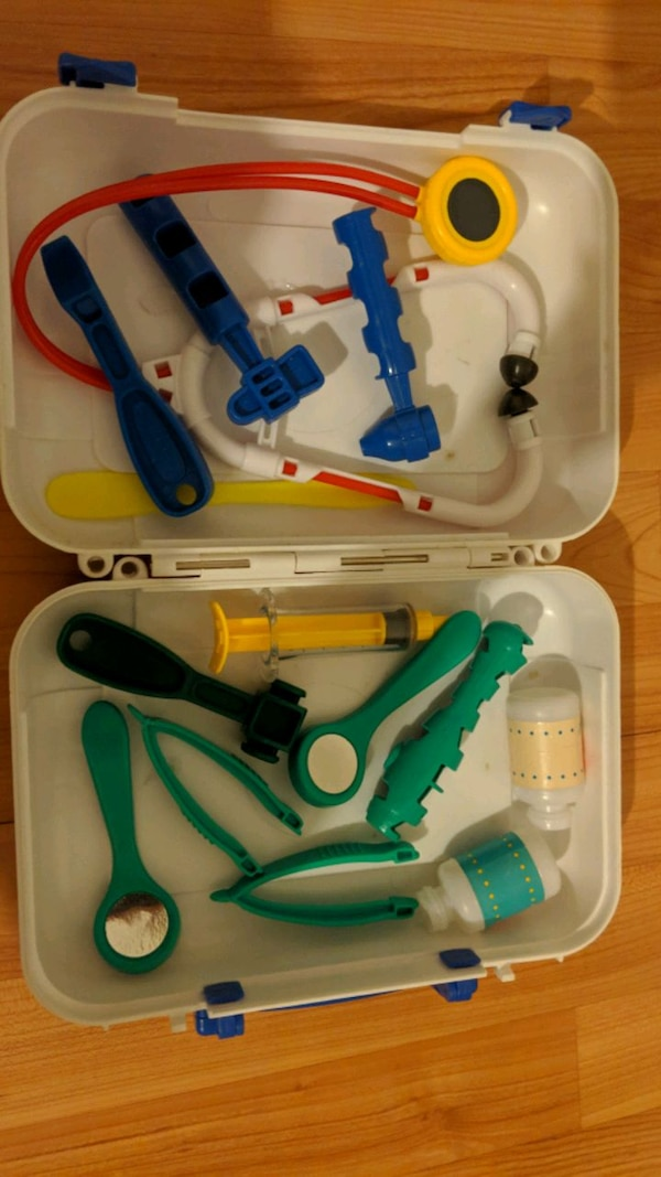 Doctor Toy Set with Carrying Case 856a7bfb-d37e-47bd-8808-f72648442be0