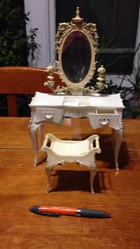 Dollhouse vanity with chair furniture Grand Rapids, 49505