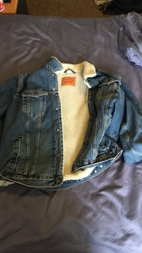 Levi's Fur Jean Jacket, Size: XXL, very nice fitting, very good condition and retail to about $150 Barrie, L4M 6W9