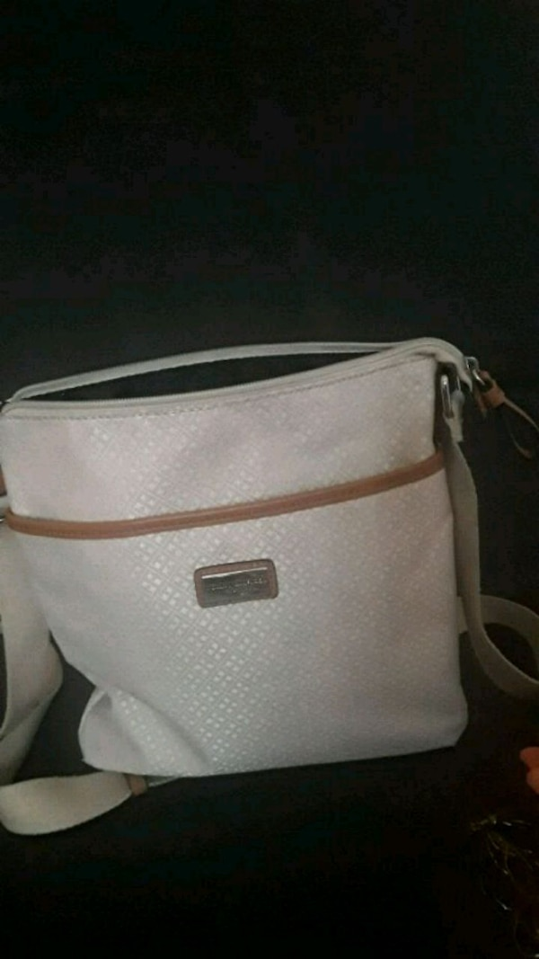 99b6a9e1693 Used Tommy Hilfiger purse for sale in Avondale - letgo