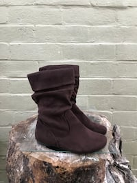 pair of brown suede slouchy flat boots Modesto, 95351