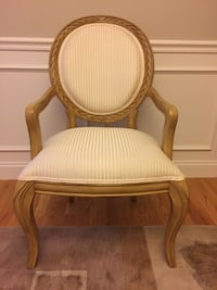 Brown wooden framed white padded armchair Norton, 02766