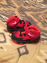 pair of red-and-black Nike basketball shoes Fort Worth, 76112