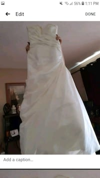 Wedding gown never worn OBO size 4-6 Airdrie, T4A 1L7