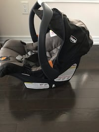 Chicco KeyFit30 Car Seat with base. 549 km