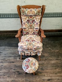 vintage floral print rocking chair with matching s Woodstock