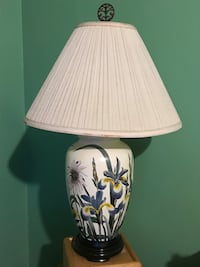 Perennial Flower Table Lamp, 3-way bulb, mint condition, pick up only
