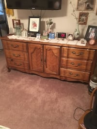 7 pc bedroom set by Thomasville Ontario, 91761