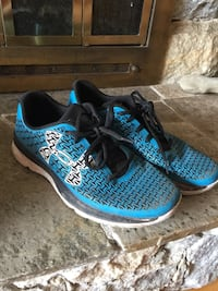 Under Armour running shoes size 6Y