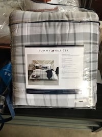 Tommy Hilfiger Plaid Fill/Queen Comforter  Waterford, 53185