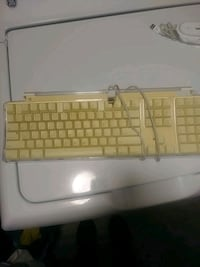 white and brown Apple corded keyboard Baton Rouge, 70805