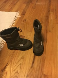 Brown boys Sz 1  North Face winter boots Eastchester, 10709