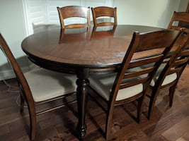 NEGOTIABLE: 7 piece Dining table can be extended to 8 seater