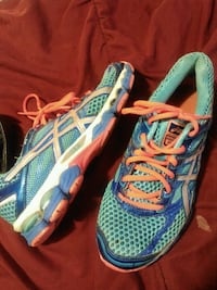 """Women's size 7 1/2 """" IGS"""" running shoes"""