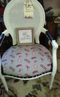 white and pink floral print chair D'Iberville, 39540