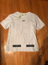 Off white tshirt fits like a men's medium size L Vaughan