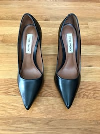 pair of black leather pointed toe pumps Washington, 20002