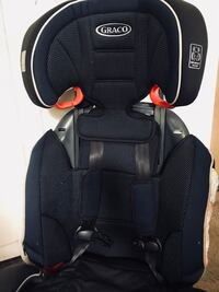 black and gray Graco car seat