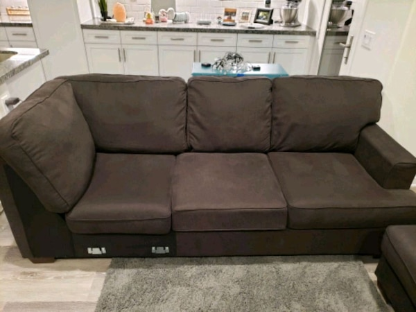 3 Piece Wrap Around Couch With Chase