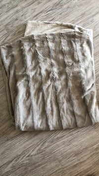 Beige Fuzzy blanket - barely used 1963 km