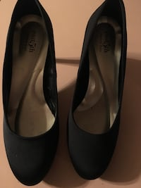 Pair of black leather pointed-toe heels