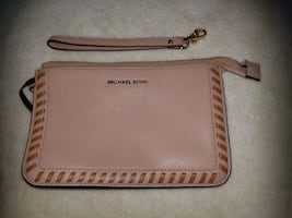 Brand new Michael Kors wristlet   zipper is broken