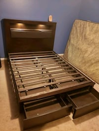 Queen platform bed w/storage drawers