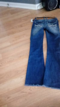 Brand new size 3 boot cut wallflower jeans Indianapolis, 46237
