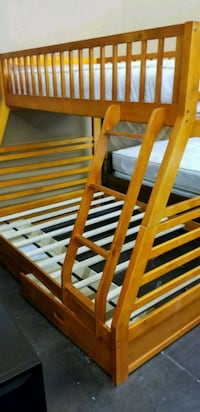 Solid pine Twin/Full bunkbed with two storage draw