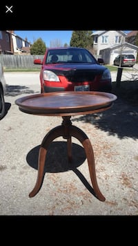 Round brown wooden pedestal table Pickering, L1X