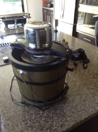black and gray pressure cooker