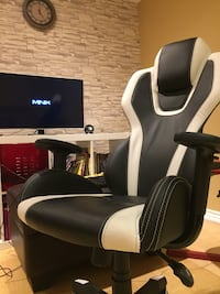 Gaming chair pure leather Mississauga, L5B 2P2