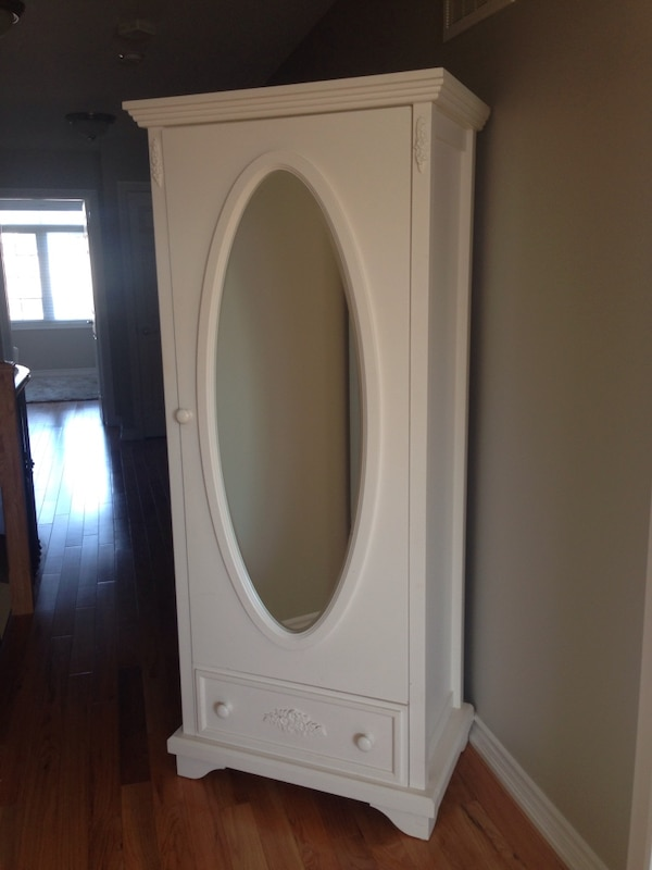 White wooden cabinet with mirror