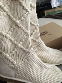 Brand new uggs size 10 never worn Surrey, V3R 0W2