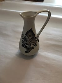 black and white ceramic vase Olney, 20832