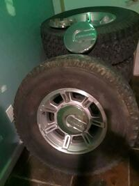 Hummer rims and tires with hub caps