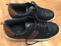 Pair of black-and-white low top sneakers size 5 Toronto, M9R 1R7