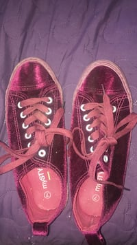 red velvet, my style shoes  Mississauga, L5N