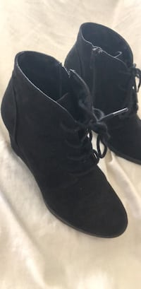 pair of black suede boots San Diego, 92173