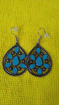 pair of blue-and-silver dangling earrings Rockport
