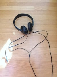 black and gray corded headphones Kitchener, N2M 1S7