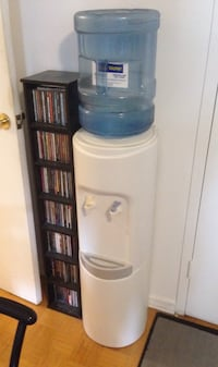 Water tower/dispenser, plus 2 jugs Toronto, M2N 1L8